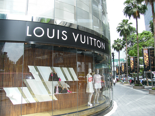 Louis Vuitton Luxury shopping in Bangkok - July 2009 - at the Gaysorn Shopping Mall - One of the best shopping experiences in the thai capital city! Fashion and luxe pure!